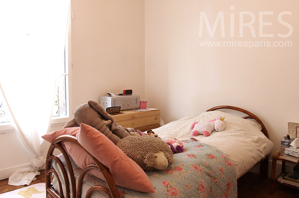 Chambre de fille c1516 mires paris for Chambre fille paris