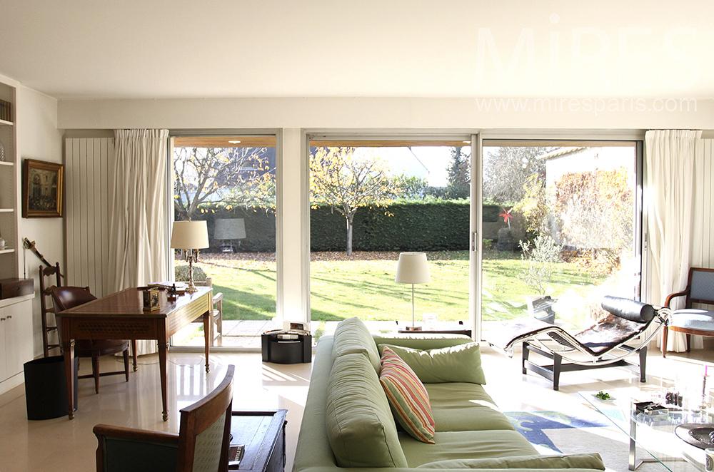 Maison basse sur jardin. C1518