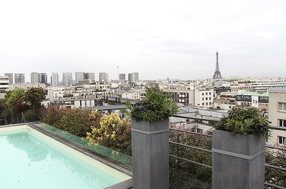 Appartement rooftop avec piscine c1519 mires paris for Appartement piscine paris