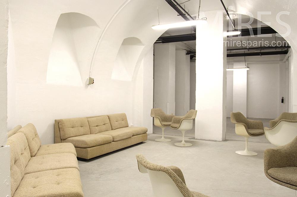 Salon clair en sous sol. C1520