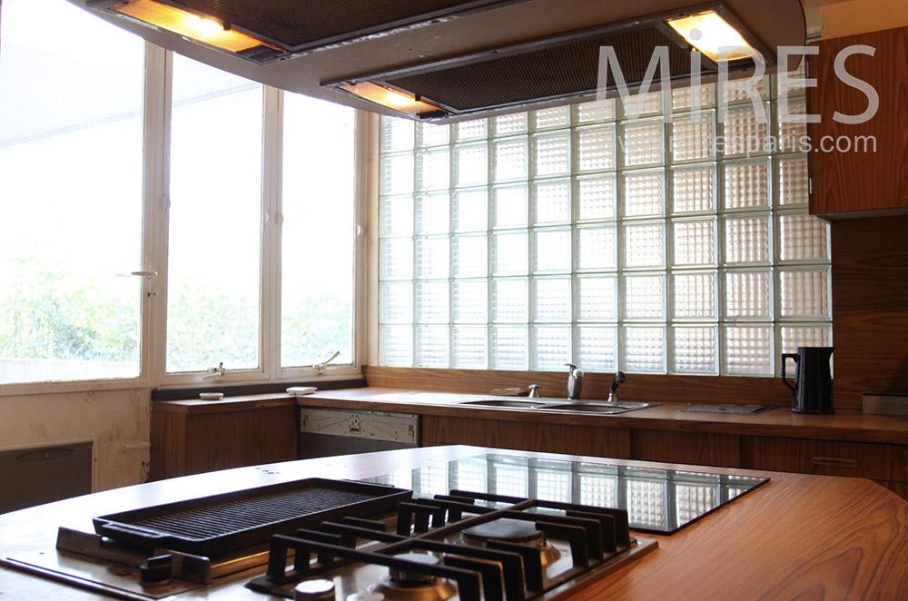 Very bright kitchen. C1528