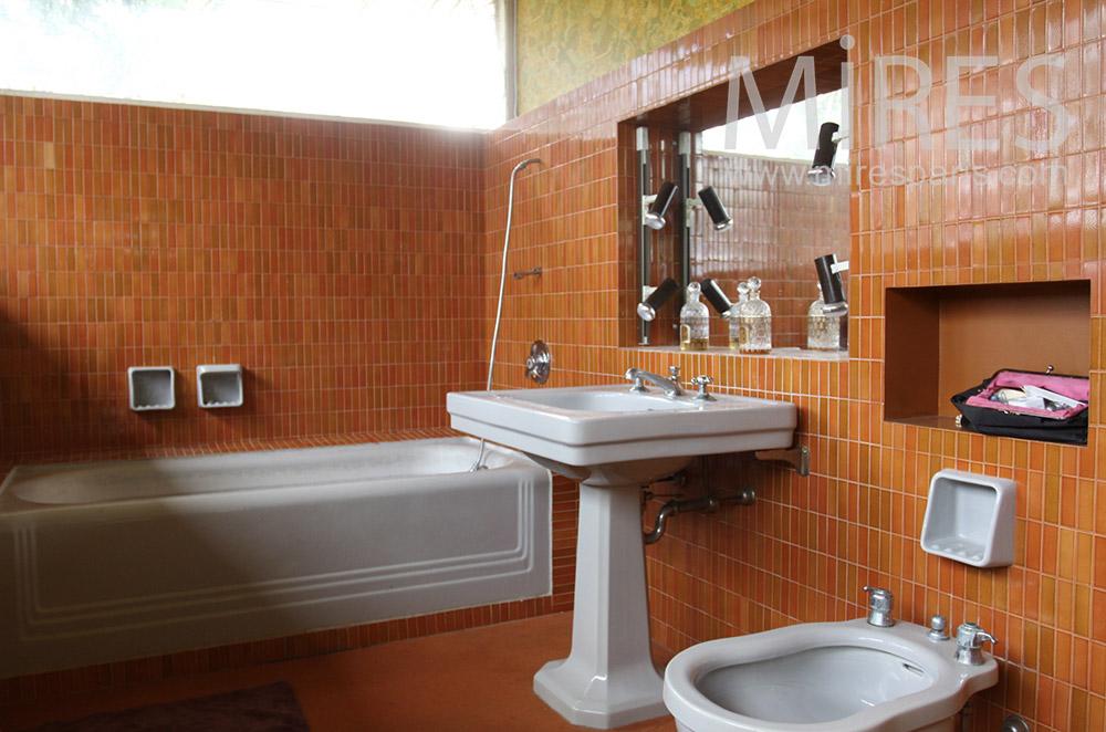 Classic bathroom. C1528