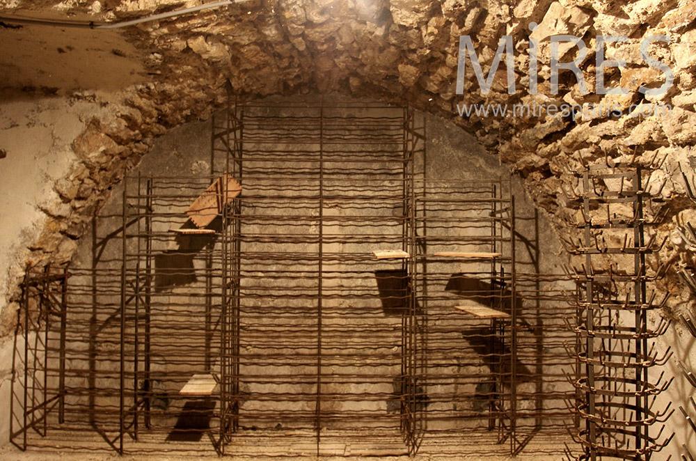 Fraîche cave de pierres. C1528