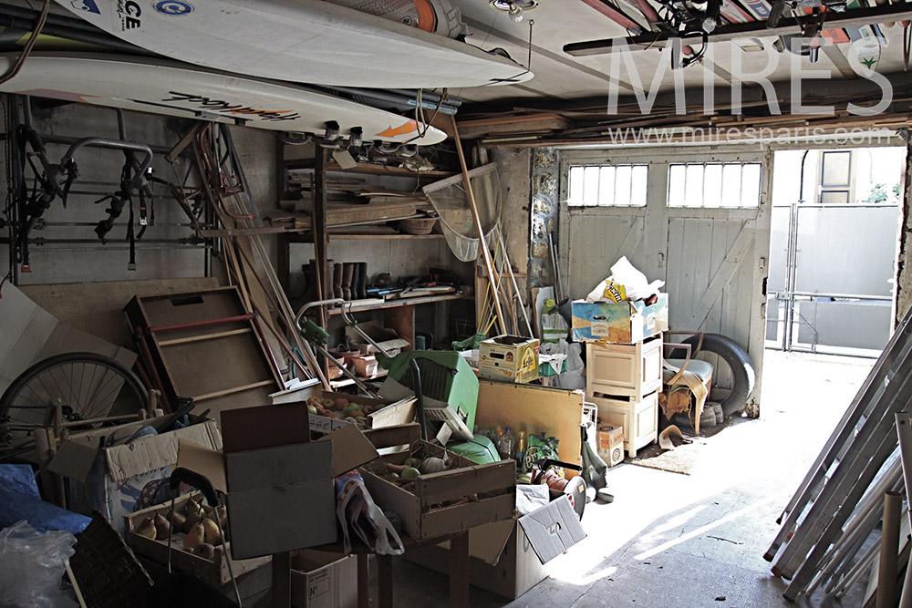 Garage encombré. C1367