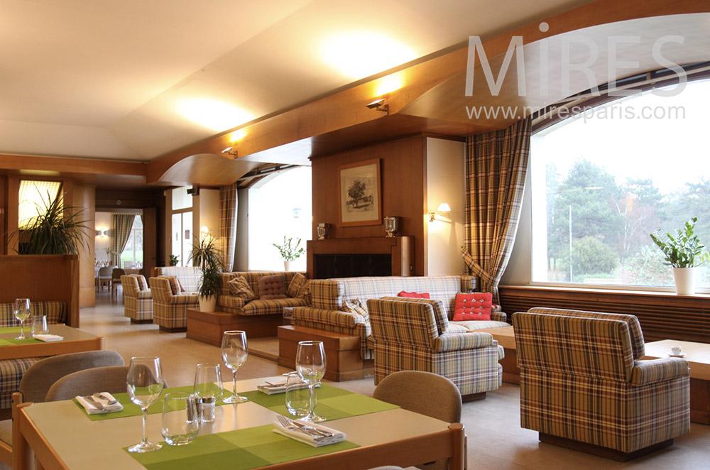 Salon, salle à manger avec vue. C1532