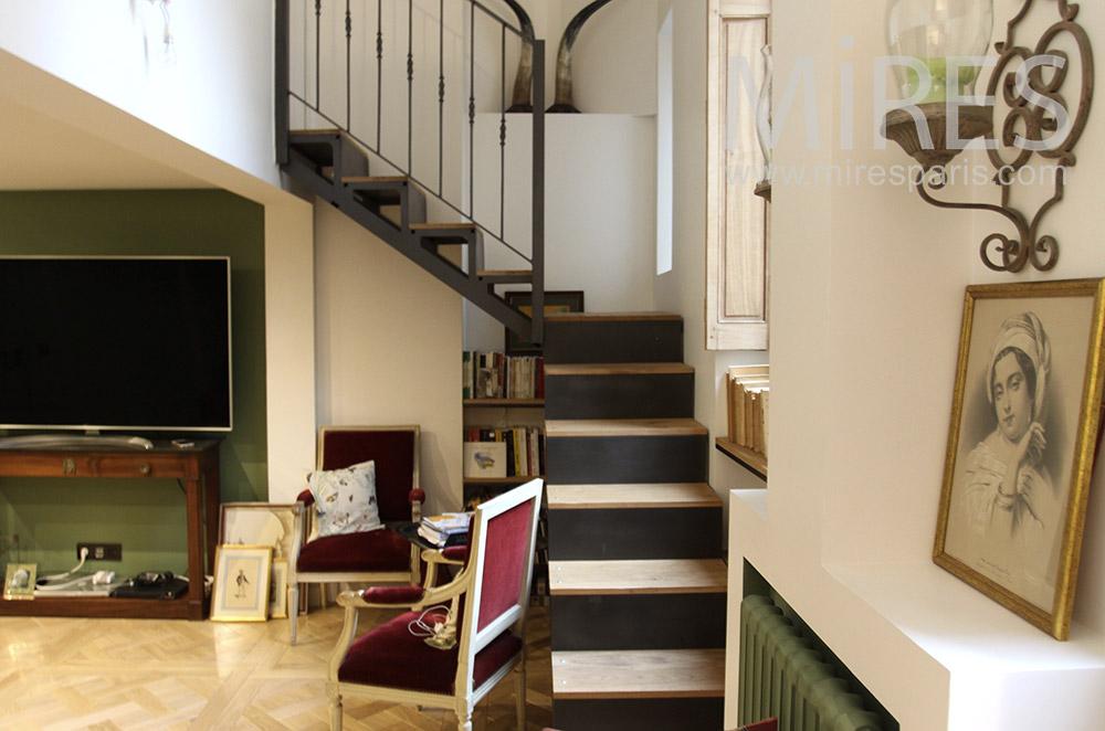 Home cinéma sous l'escalier. C1538