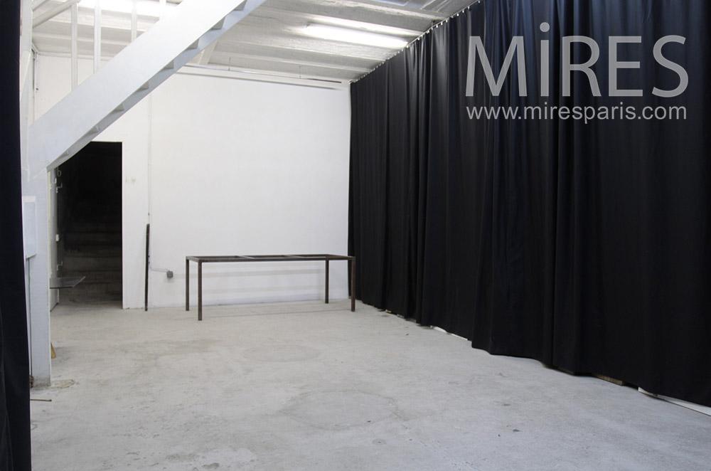 Studio en noir ou blanc. C1540
