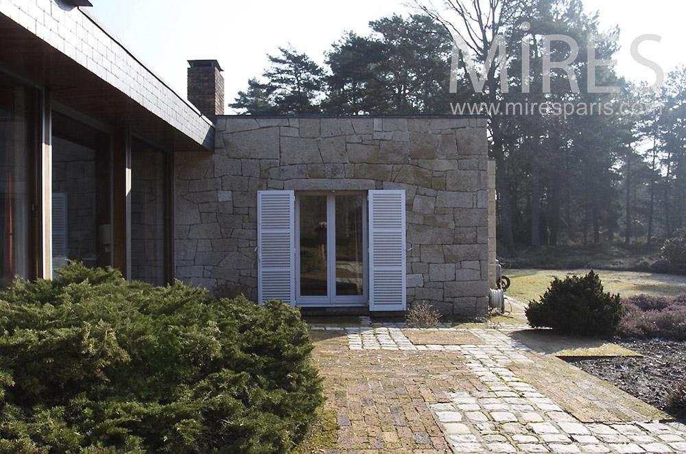 Terrasse de pierre. C1541