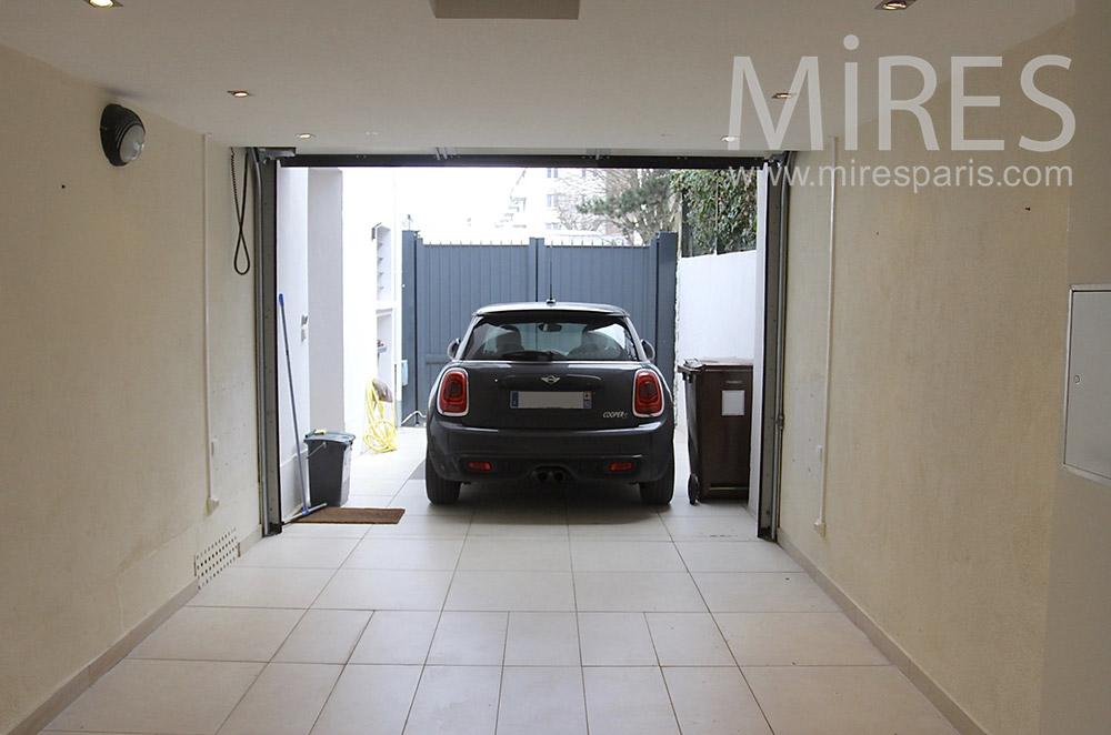 Garage propre et intégré. C1543