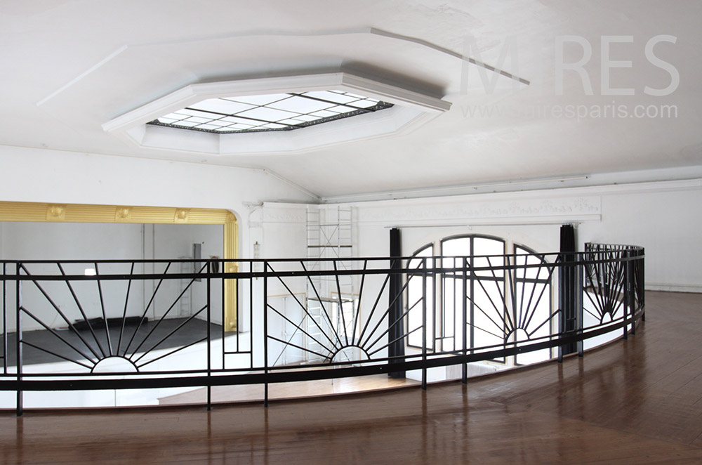 Round mezzanine. C1443