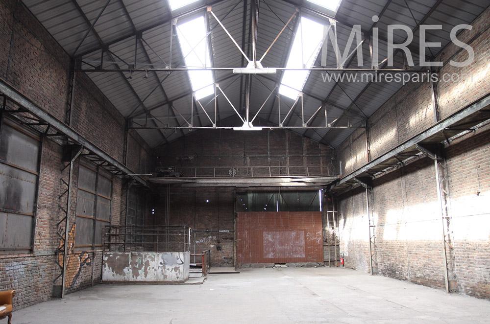 Grand entrepôt pour prise de vues. C1546