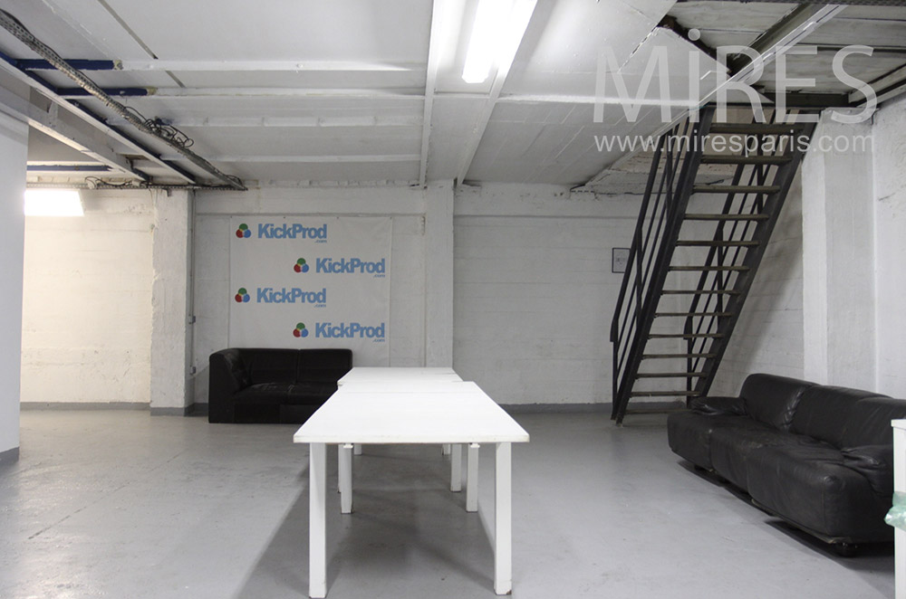 table longue en sous sol c1546 mires paris. Black Bedroom Furniture Sets. Home Design Ideas