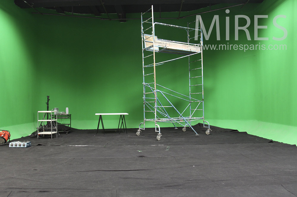 Green background for special effects. c1546
