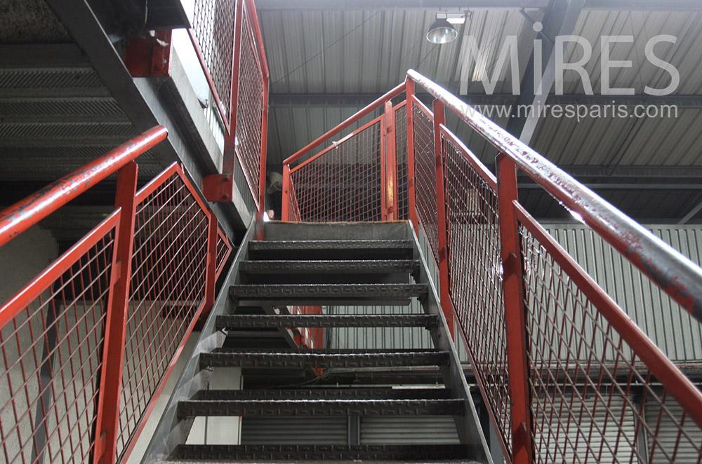 Escalier rouge et noir. C1548