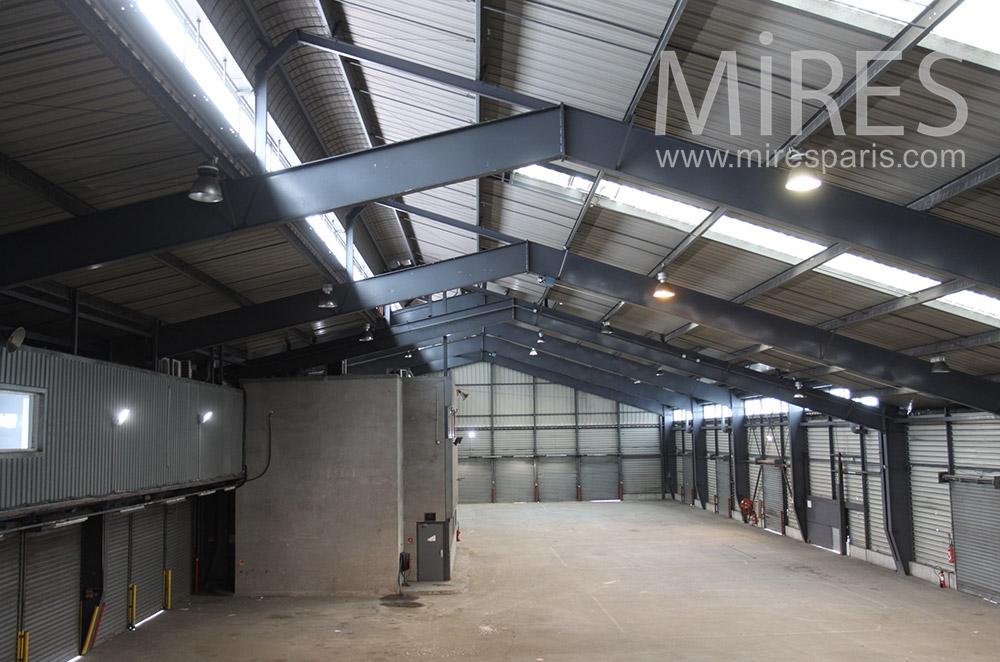 Entrepôt et grands espaces. C1548