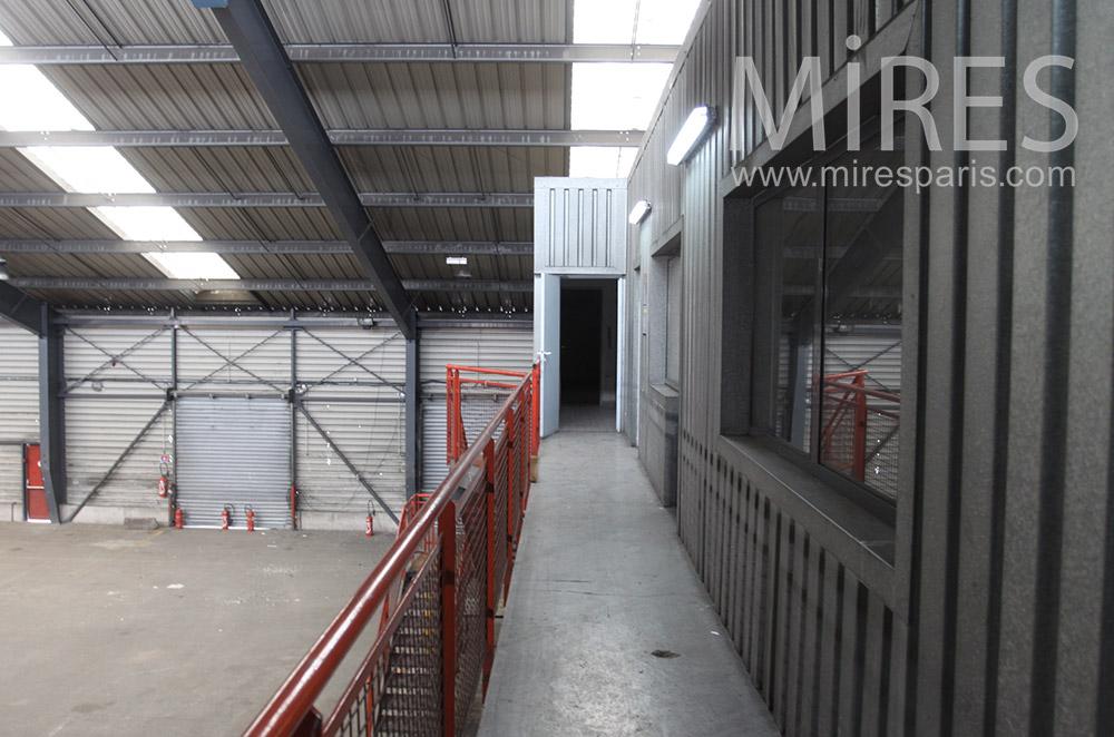 Mezzanine rouge. C1548