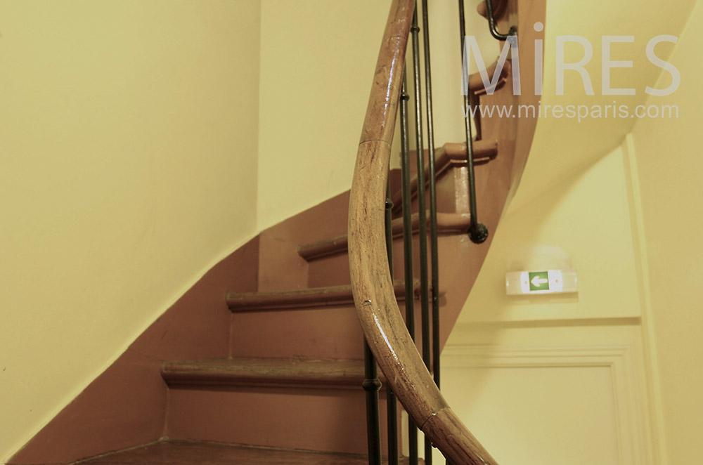 Charmant Petit Escalier En Bois. C1549