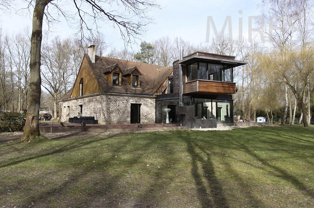 Bois, pierre et bel intérieur. C1551