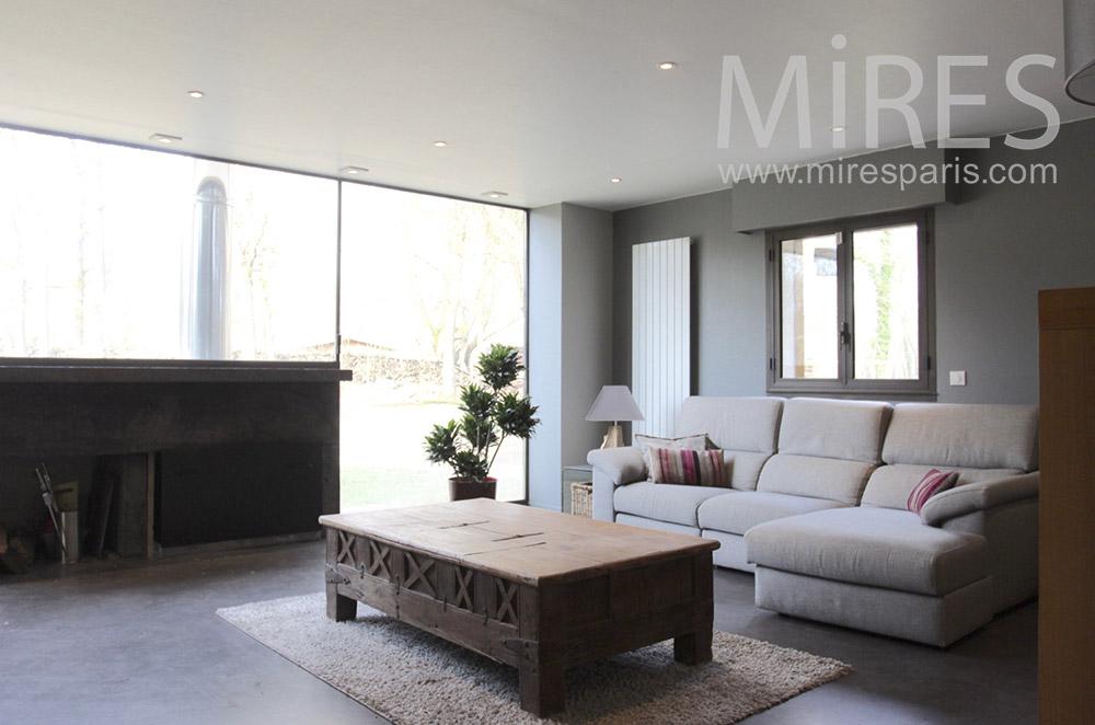 Lumineux et confortable home cinéma. C1551