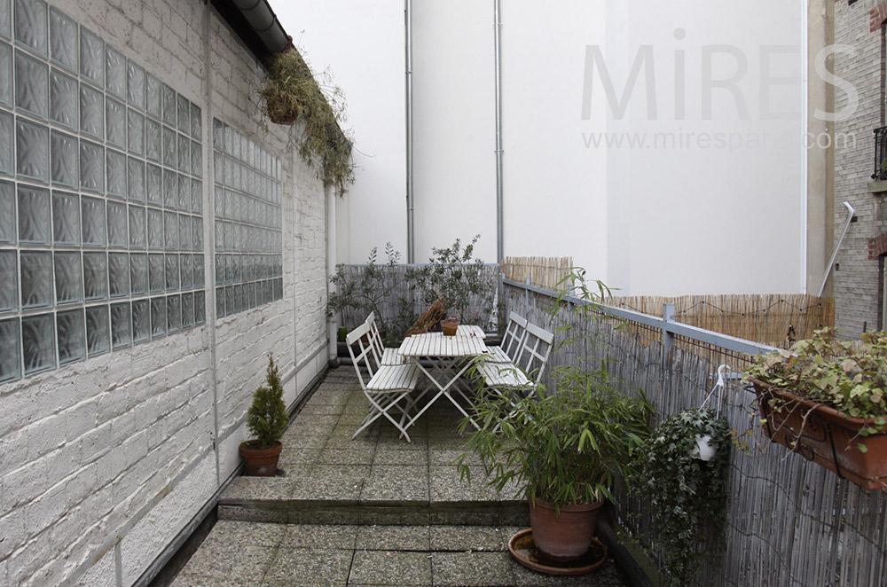 Petite terrasse calme. C1555