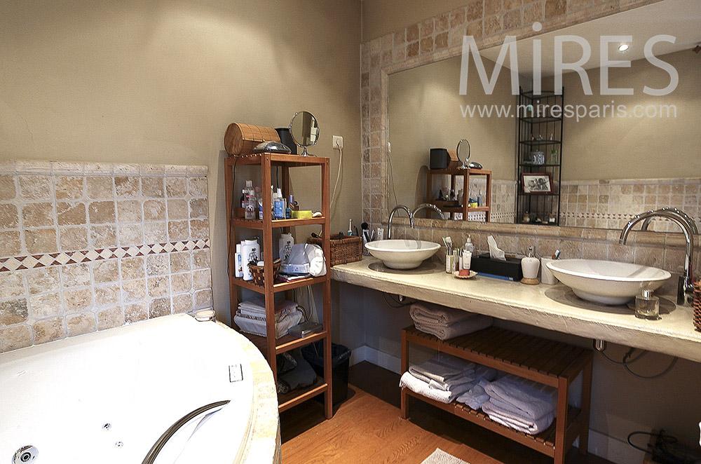 Double lavabo et baignoire d'angle. C0218