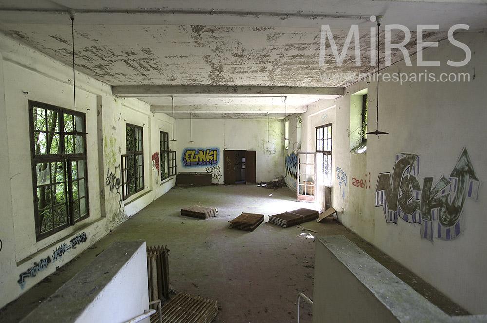 Hudge empty room. C1566