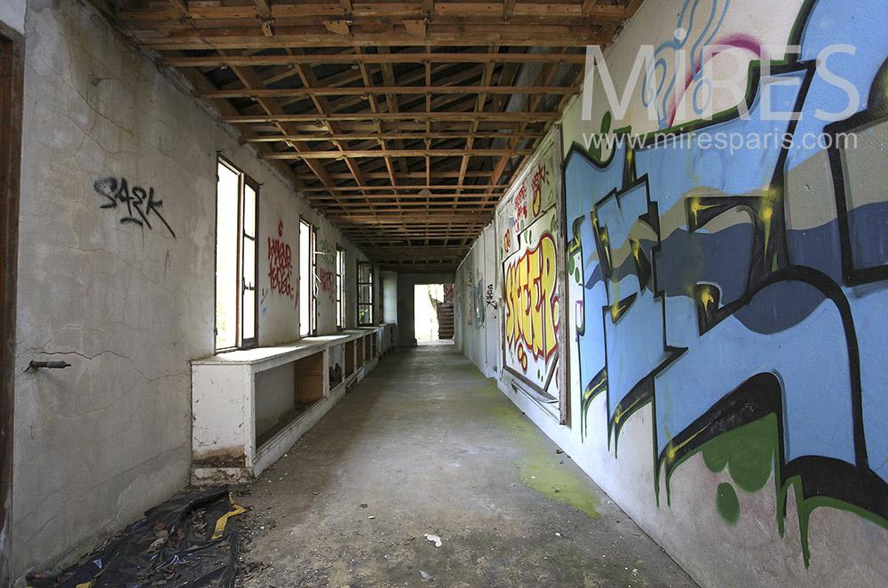 Couloirs fantômes. C1566