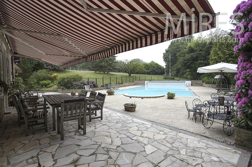 Piscine et terrasse. C1570