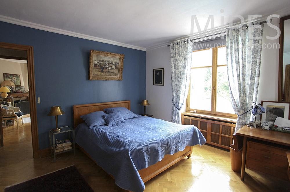 Chambre bleue classique. C1570