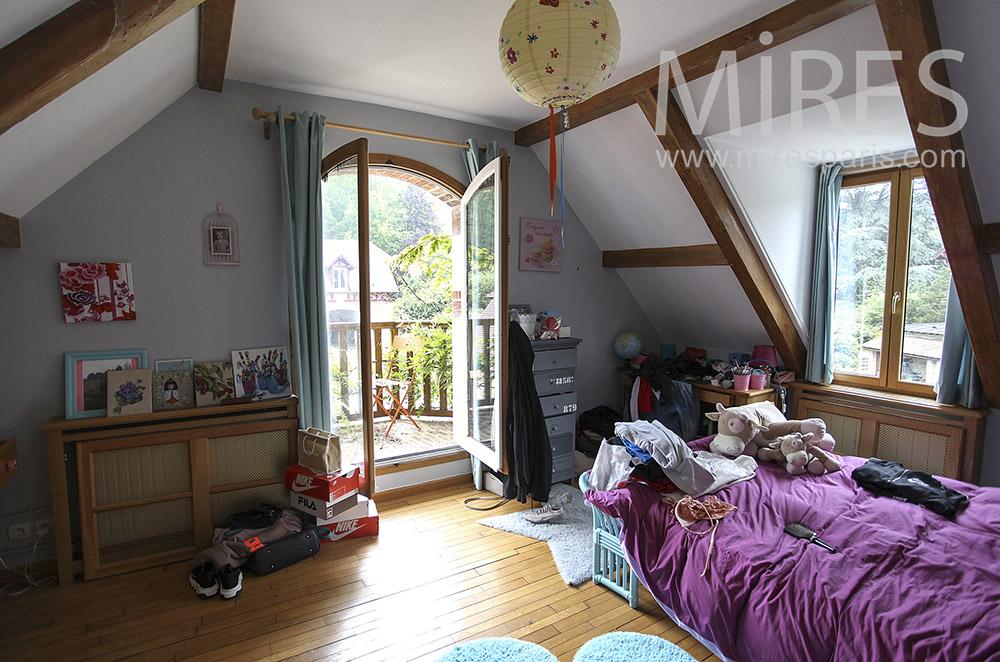 Chambre sous les toits avec terrasse. C1570