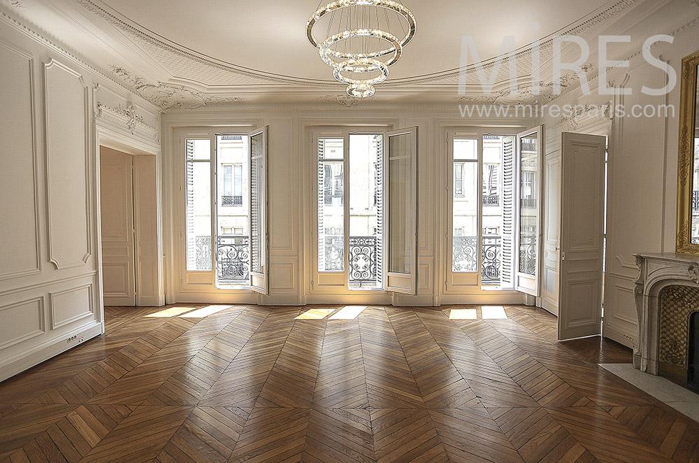 Trois fenêtres pour salon blanc. C1571