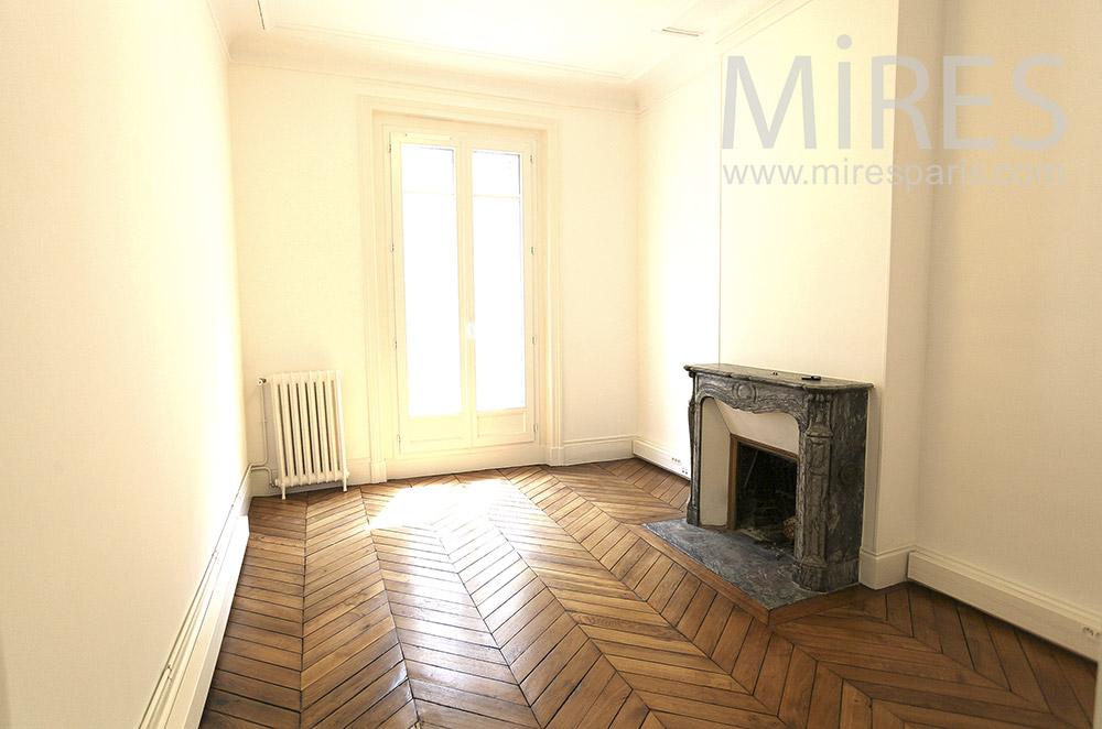 Petite chambre avec cheminée. C1571