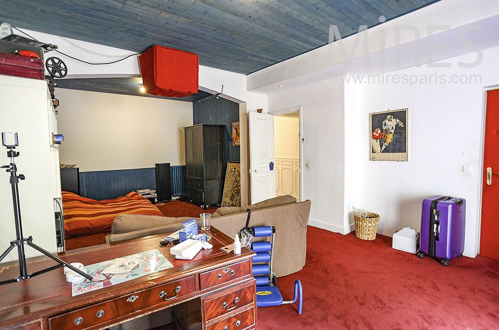 Moquette rouge pour chambre déstructurée. c1576 mires paris