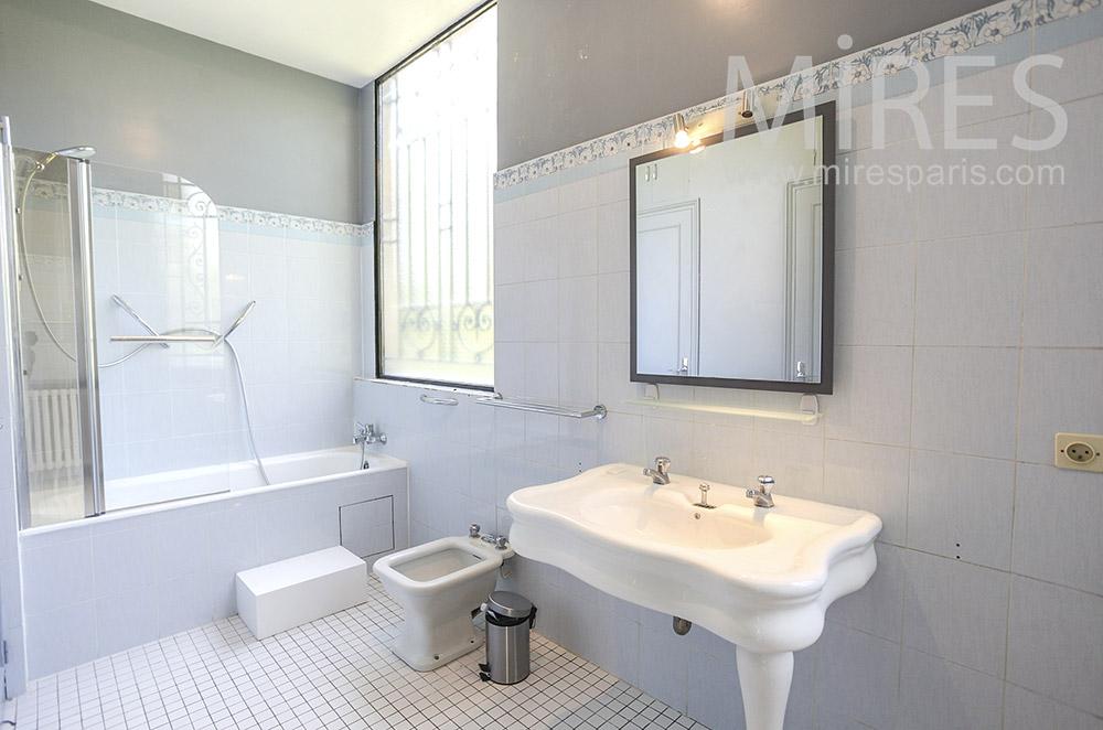 Salle de bains pastel. C1579