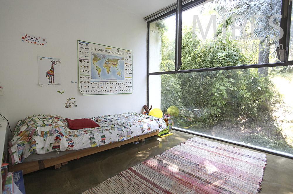 Chambre d'enfant sur jardin. C0411