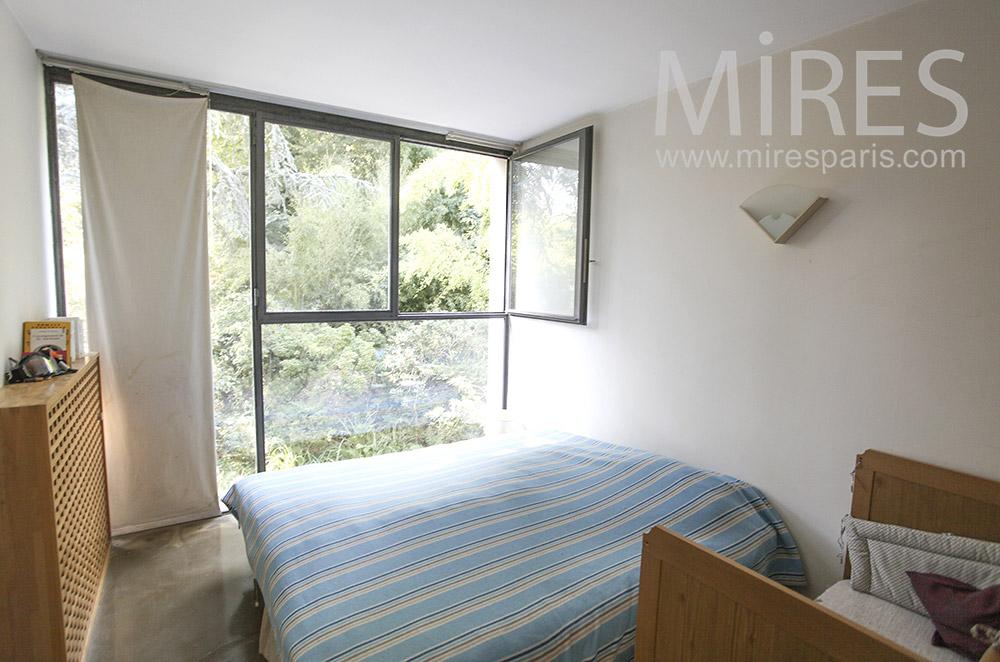 Chambre double, mur en vitré. C0411
