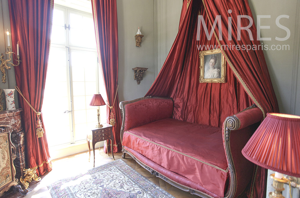 Small red room. C1580