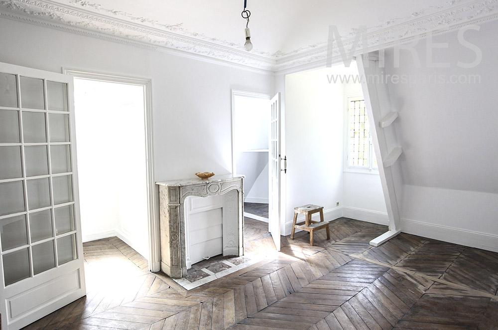 Trois chambres vides. C1586