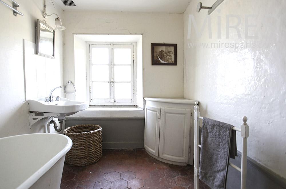 Salle de bains à l'ancienne. C0642