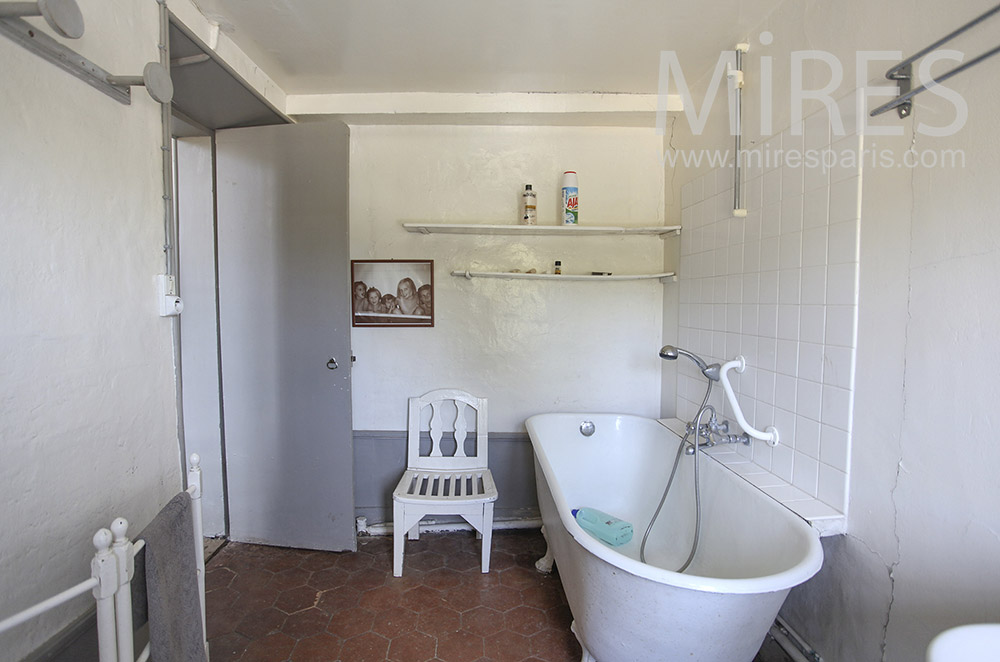 Salle de bains à l\'ancienne. C0642   Mires Paris