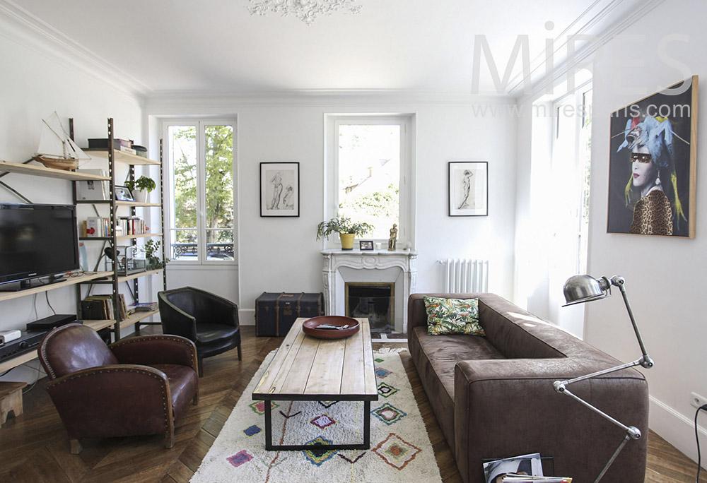 Salon cuir, parquet et cheminée. C1594