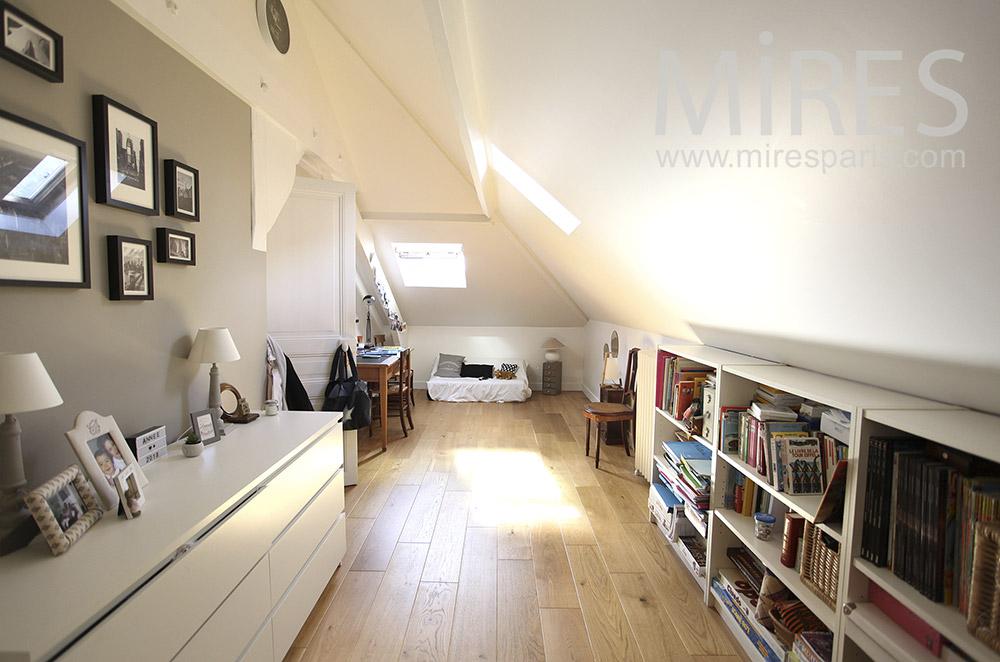 Deux chambres en mansarde. C1595