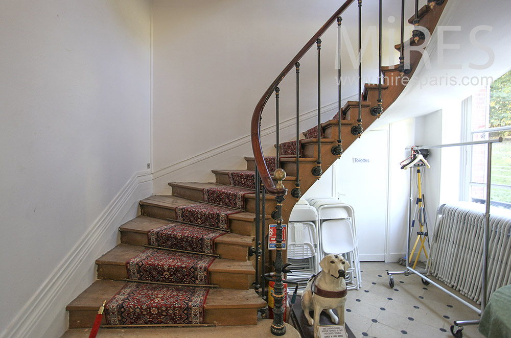 Light staircase with worn carpet. C0630