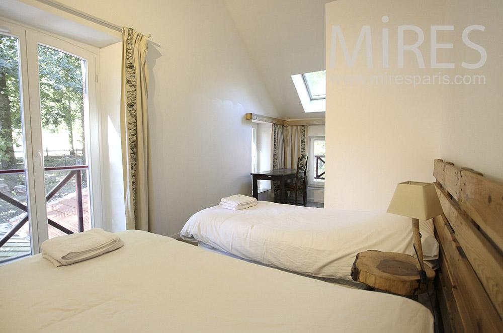 White room. C0630