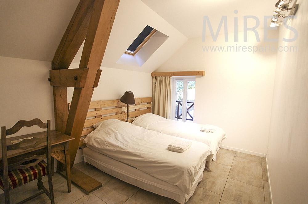 Chambre double parée de bois. C0630