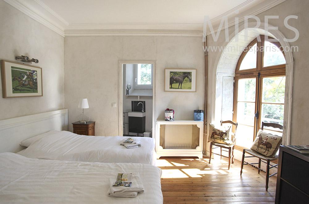 Bright suite. C0630