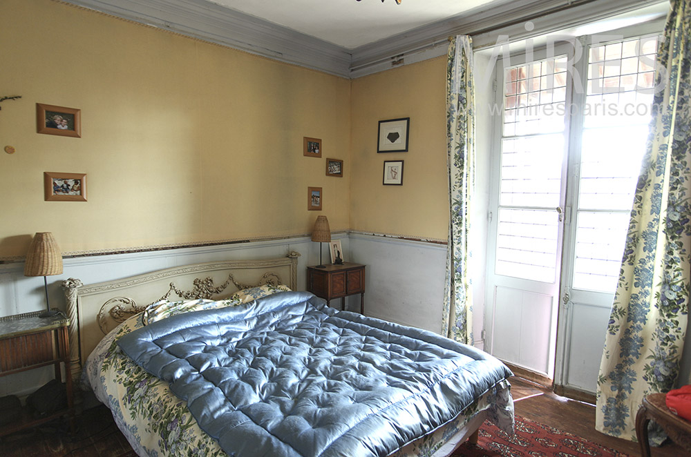Single and vintage room. c1597