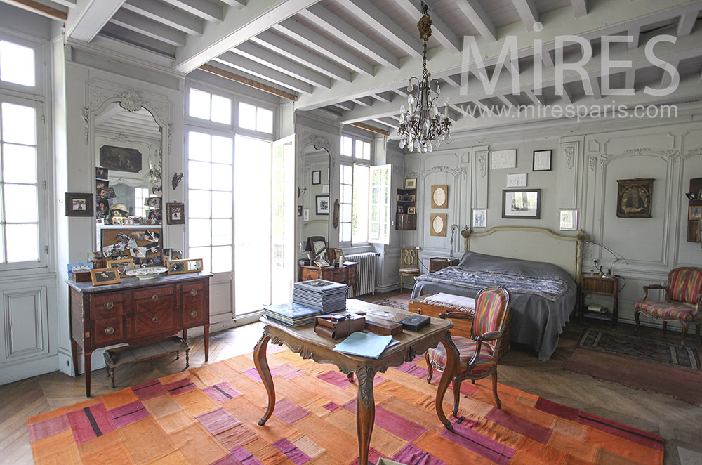 Beautiful old room with beams. c1597