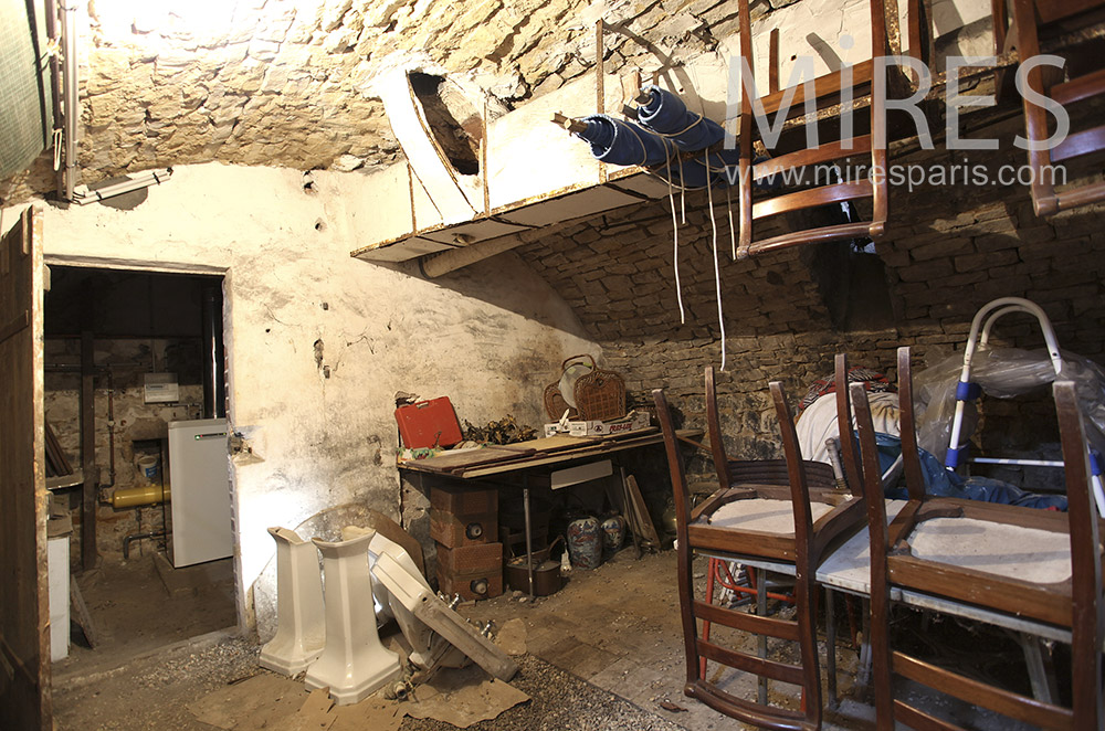 Cluttered cave. c1597