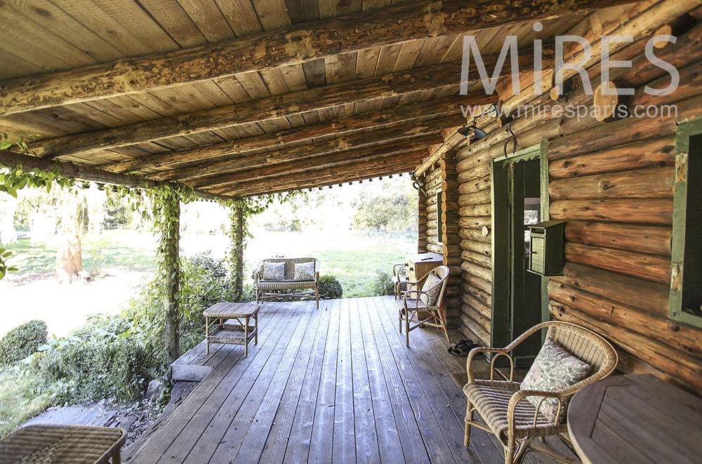 Terrasse abritée en bois. C1599 | Mires Paris